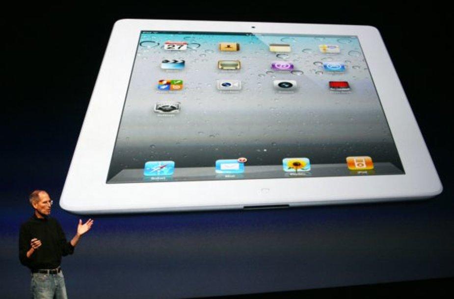 """""""Apple"""" generalinis direktorius Steve'as Jobsas pristato """"iPad2""""."""