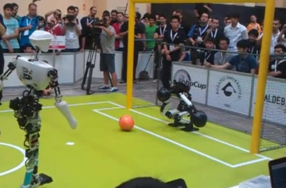 Robotų futbolo pasaulio čempionato akimirka