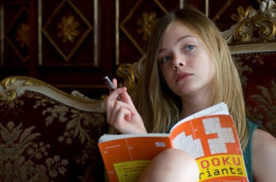 """Kino filme """"Kažkur tarp ten ir čia"""" vieną pagrindinių vaidmenų sukūrė dvylikametė Elle Fanning."""