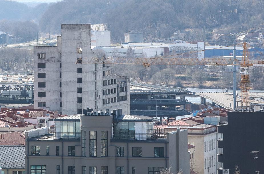 Miesto vaizdai nuo verslo centro stogo