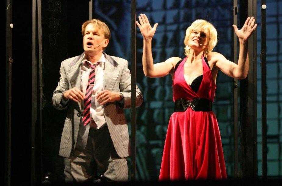 Naujame miuzikle vaidina ir aktorius Gintaras Mikalauskas (k.), kuris žiūrovus nustebins vokaliniais sugebėjimais