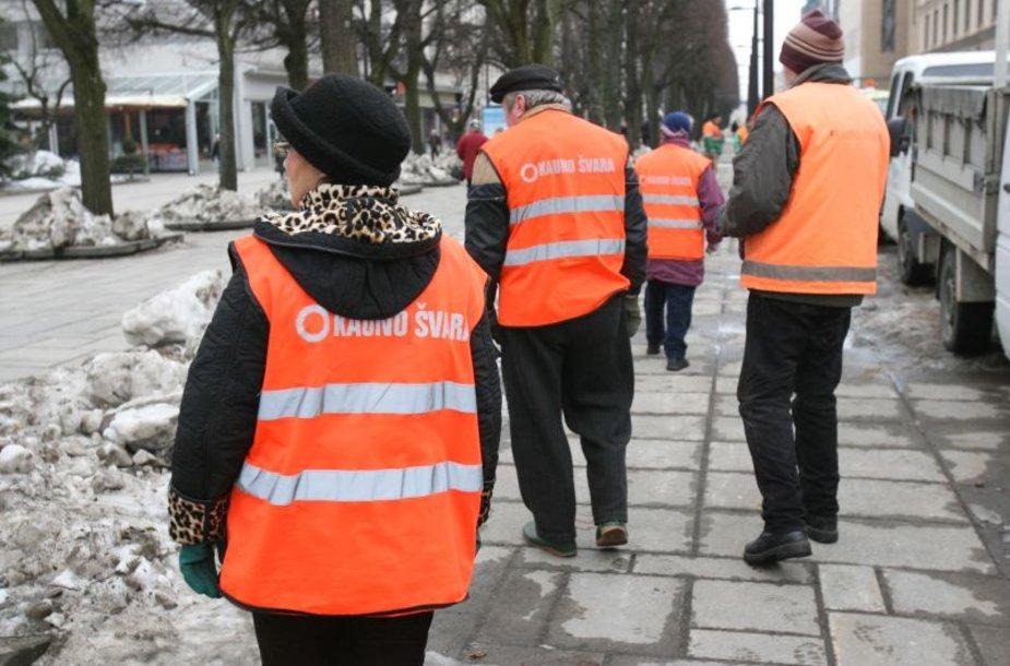"""Gatvių švara toliau rūpinsis """"Kauno švaros"""" darbuotojai"""