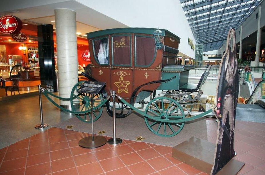Kuriamame istoriniame lietuviškame filme naudojama ši karieta.