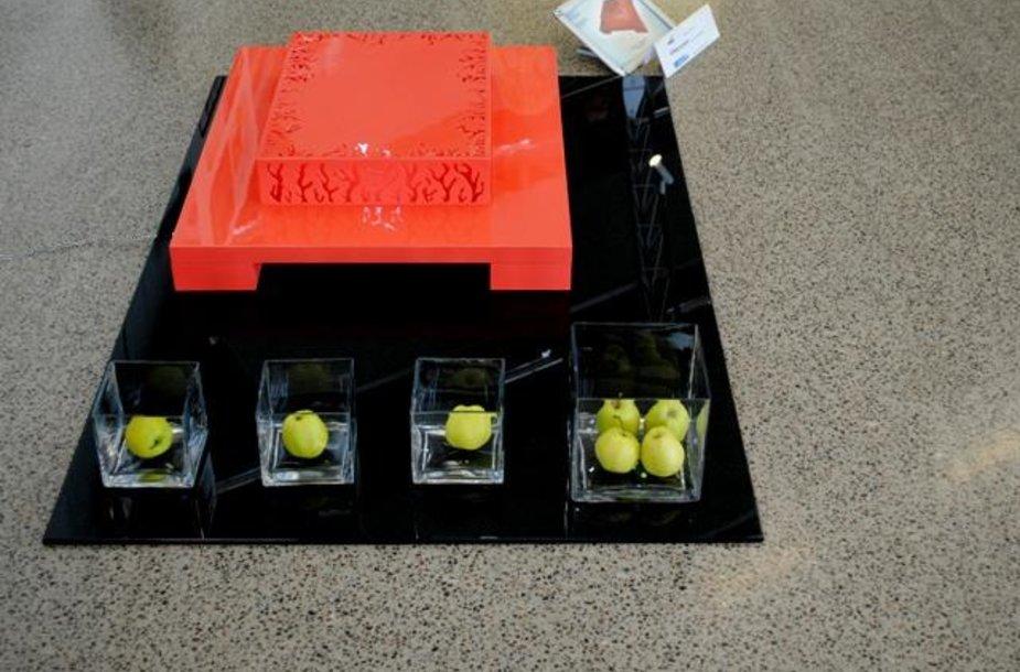 """Šiuo metu """"Plaza baldų"""" centre eksponuojamas studentų sukurtas staliukas – šviestuvas """"Koralas"""", kuris buvo eksponuotas ir Vilniuje vykusioje baldų parodoje """"Baldai 2010""""."""