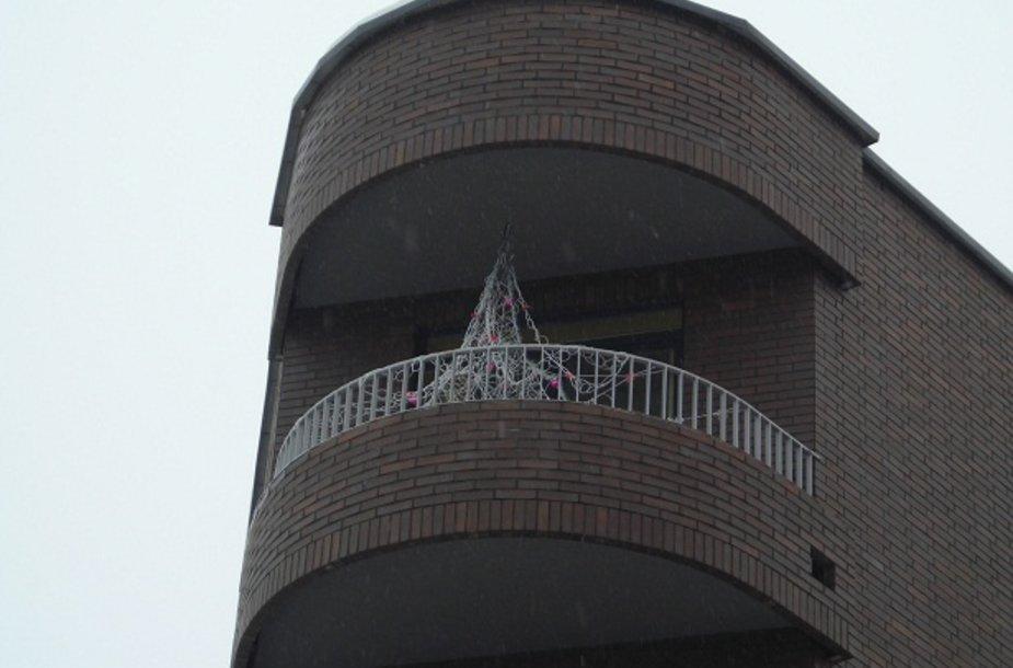 Gražiausiojo titulą pelnė Žaliakalnio rajono gyventojo Antano Pavalkio puoštas balkonas.
