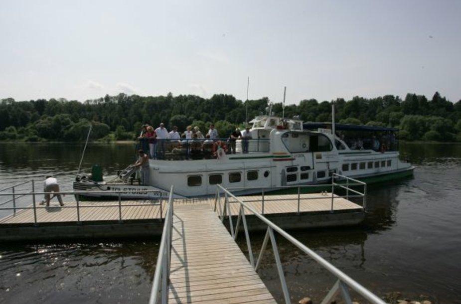 Laivu į Kulautuvą praėjusią vasarą plaukė keli tūkstančiai keleivių.