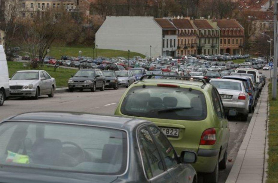 Kitąmet apmokestinus įvažiavimą į senamiestį, ketinama sumažinti rinkliavą už pirmąsias automobilio stovėjimo valandas.