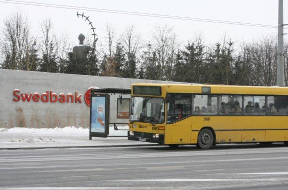 """Jeigu nuo kitų metų """"Vilniaus autobusai"""" nebus pajėgūs kas mėnesį  mokėti po 1 mln. Lt kas mėnesį bankui, šis pasiims 85 įkeistus įmonės autobusus."""