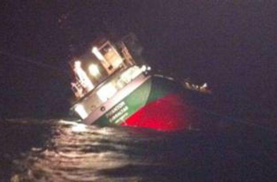 Prie Švedijos Elando salos skęsta krovininis laivas.