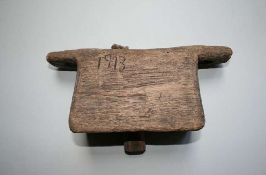 Ganomoms karvėms ir avims po kaklais buvo rišami mediniai barškalai.