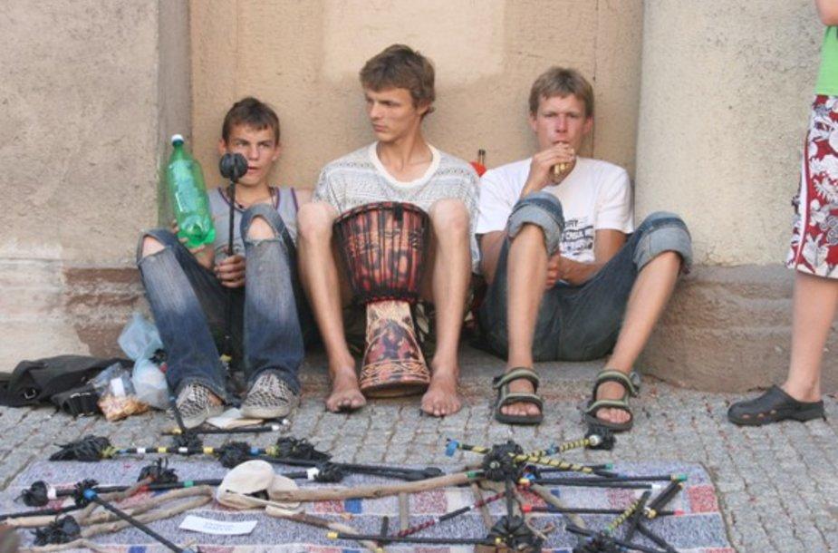 Klaipėdos gatvėse skamba muzika.