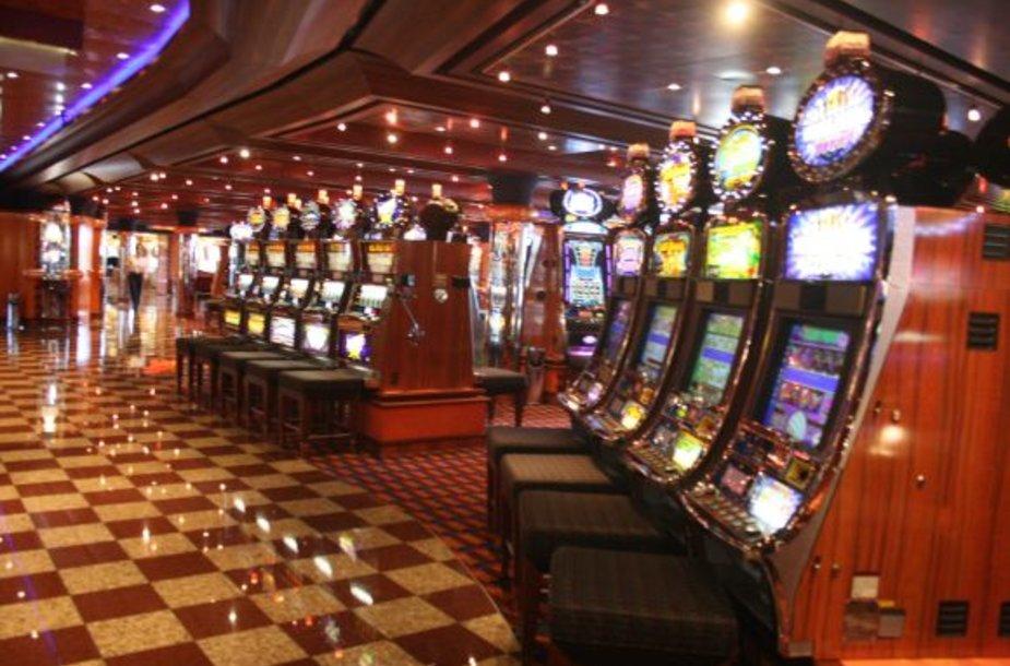 Azartiški keleiviai turi kur pažaisti lošimų automatais. Atskira zona yra ir kompiuterinių žaidimų gerbėjams.