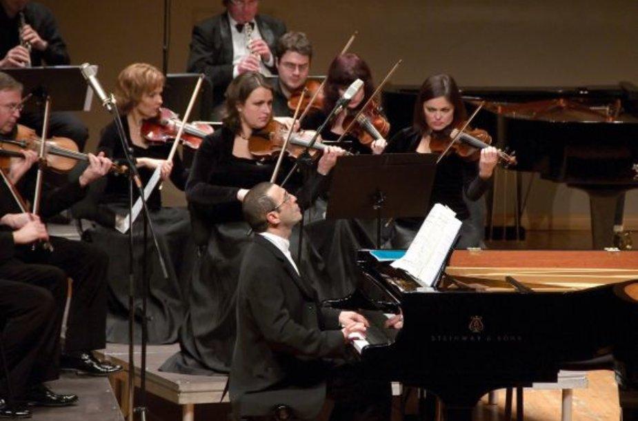 Garsus muzikas Aleksandras Palėjus jau ne kartą grojo Klaipėdos Koncertų salėje.