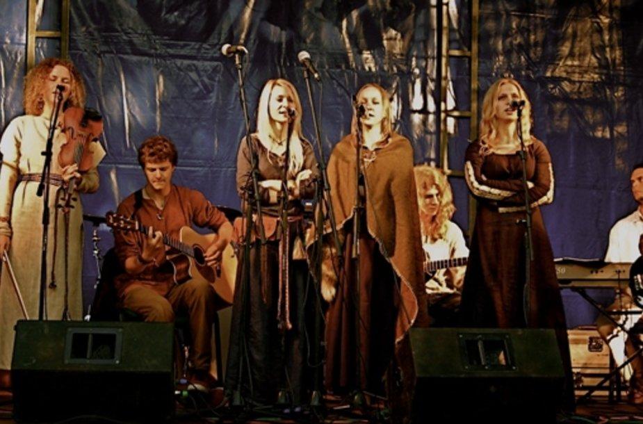 """Šventėje koncertuos modernaus folkloro grupė """"Gyvata""""."""