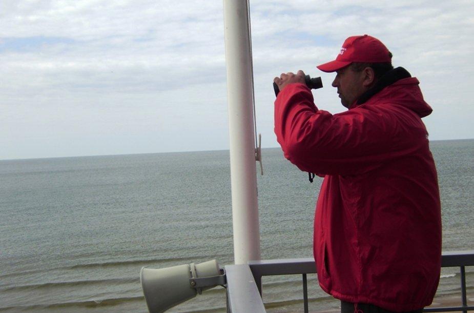 Gelbėtojai, vadovaujami Jono Pirožniko, nuo antradienio budi Palangos paplūdimiuose.