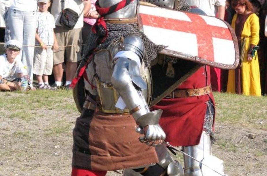 Klaipėdos piliavietėje rugpjūčio 3-iąją žvangės riterių kardai.