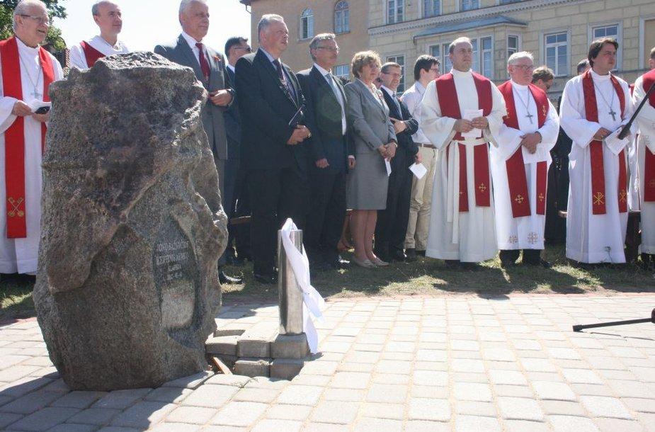 Trečiadienį iškilmingai pašventintas kertinis akmuo atstomai evangelikų liuteronų bažnyčiai Klaipėdoje.