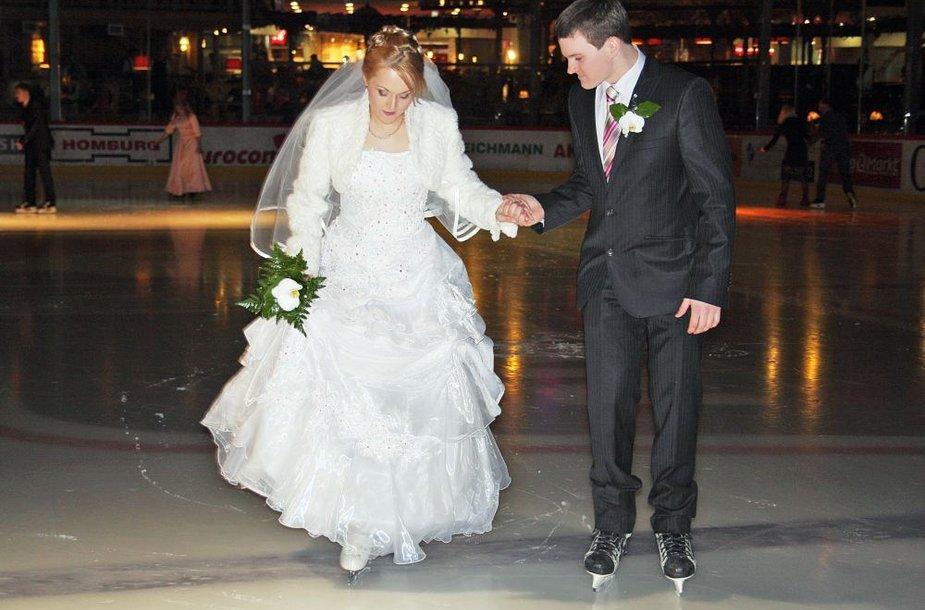 Virginija ir Mantas ir vestuvių dieną ryžosi lipti ant ledo.