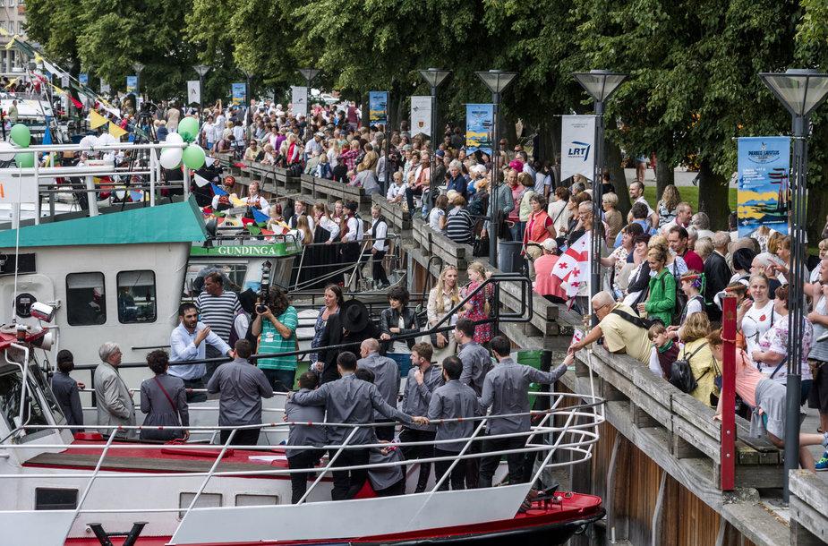 """Festivalis """"Parbėg laivelis"""" sutraukia gausybę svečių."""