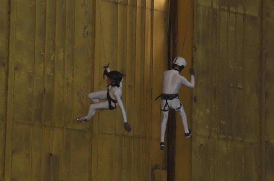 Laivų statyklos gamybinės erdvės atsivėrė menui, čia gimė šokio spektaklis.