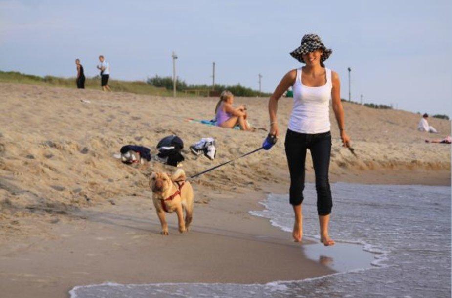 Šiuo metu nė viename pajūrio kurorte, taip pat ir uostamiestyje, nėra paplūdimio, kur galima užsukti su keturkojais. Daugelis šunimis vedinų poilsiautojų čia ateina tikėdamiesi nebūti užklupti tvarkos sergėtojų.