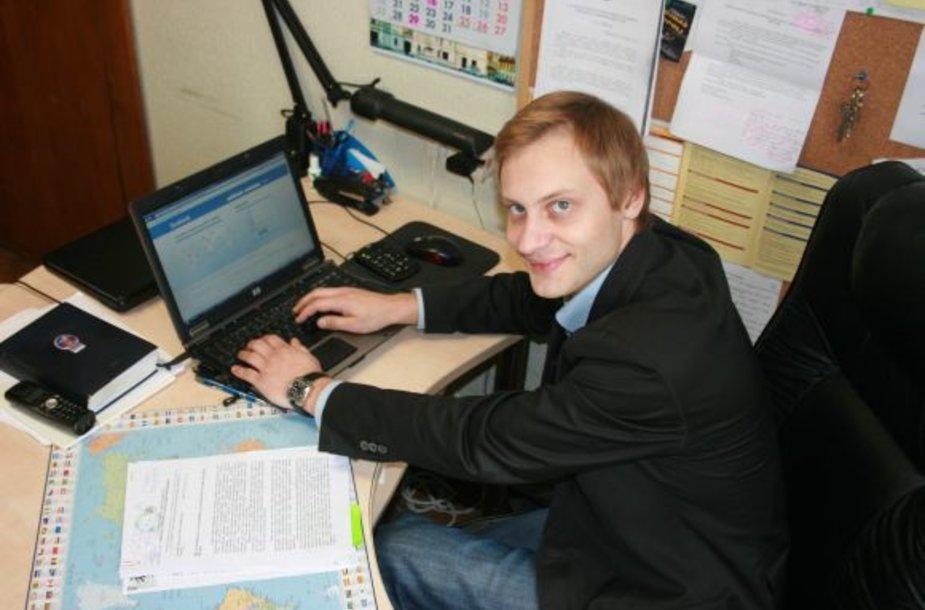Jaunimo reikalų koordinatorius M.Vitkus įsitikinęs, kad socialiniai tinklapiai padeda palaikyti ryšį su jaunaisiais klaipėdiečiais, kurie išvykę studijuoti į kitus miestus. Jis sumanė tinkle užregistruoti ir merą R.Taraškevičių.
