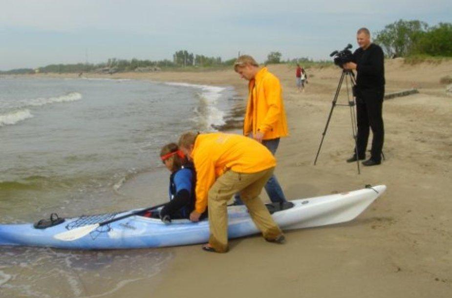 Pernai įveikti Baltijos jūrą  vyrukams sutrukdė nepalankios oro sąlygos.