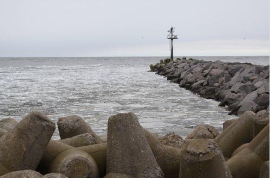 Kuršių marių ledai išplaukia į jūrą.