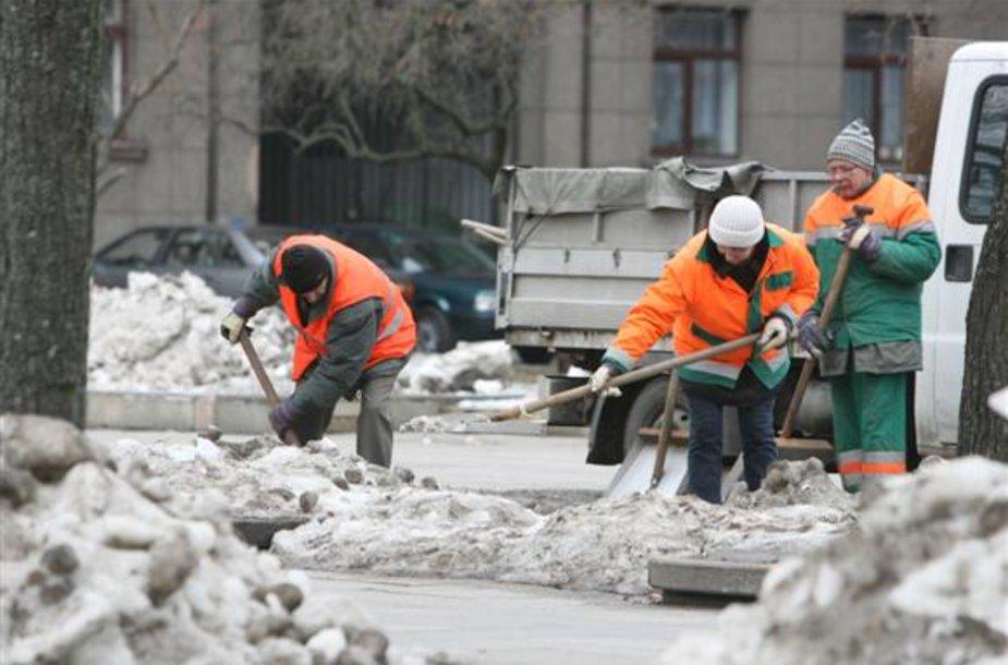 """Nuo šiol atsakomybė už miesto gatvių valymą bei tvarkymą gula ant bendrovės """"Kauno švara"""" pečių."""