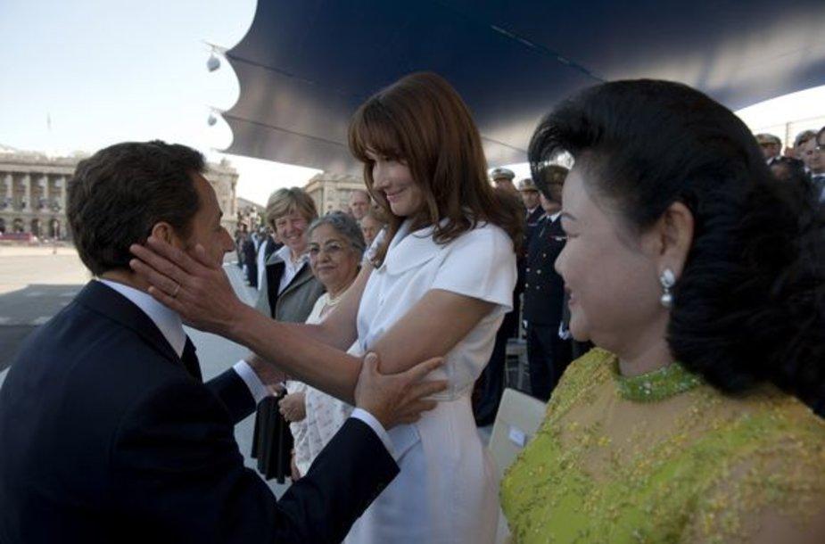 Nicolas Sarkozy kartu su žmona Carla Bruni-Sarkozy