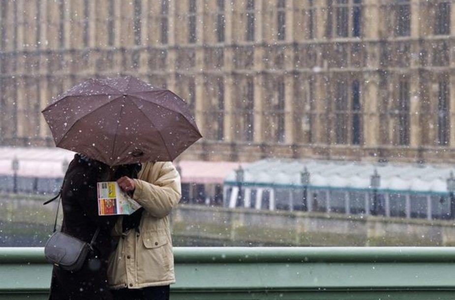 Londone iškrito sniegas
