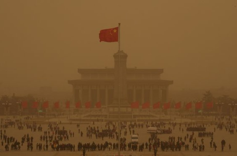 Pekino gatvės tapo geltonai oranžinėmis.