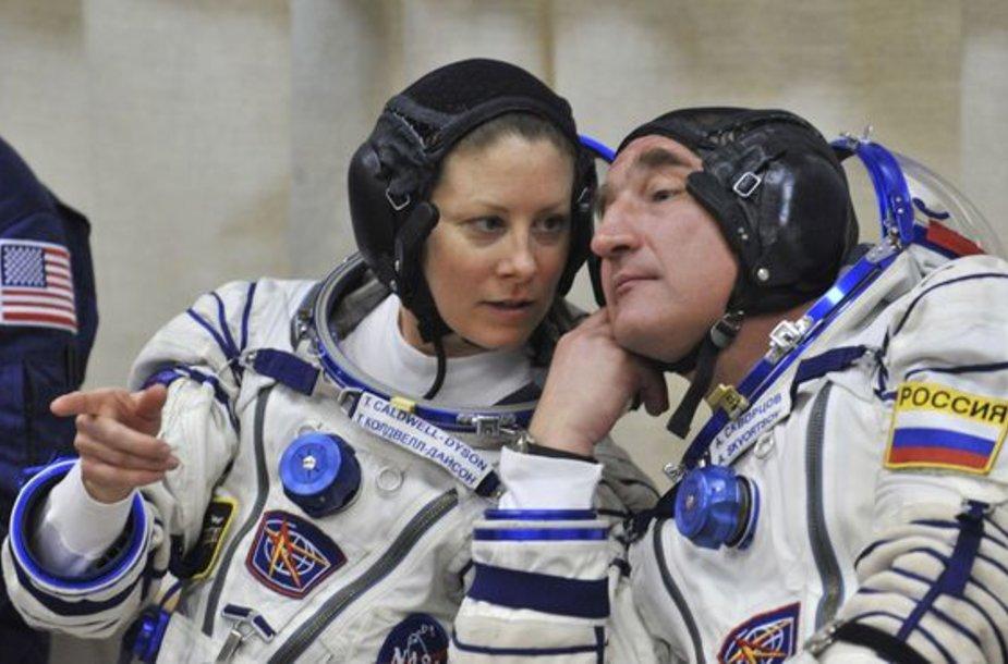 Kosminis laivas sekmadienį prisijungs prie kosminės stoties