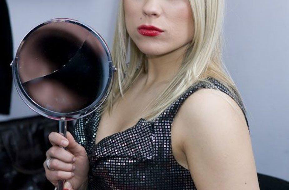 Foto naujienai: Goda Sabutytė sudaužė Nijolės Pareigytės veidrodį