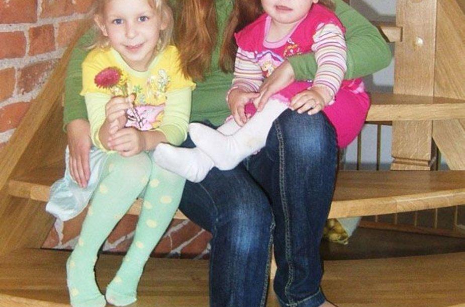 """Foto naujienai: Arielės dukrelės prašo palaikyti mamą šeštadienį """"Muzikos akademijoje"""""""