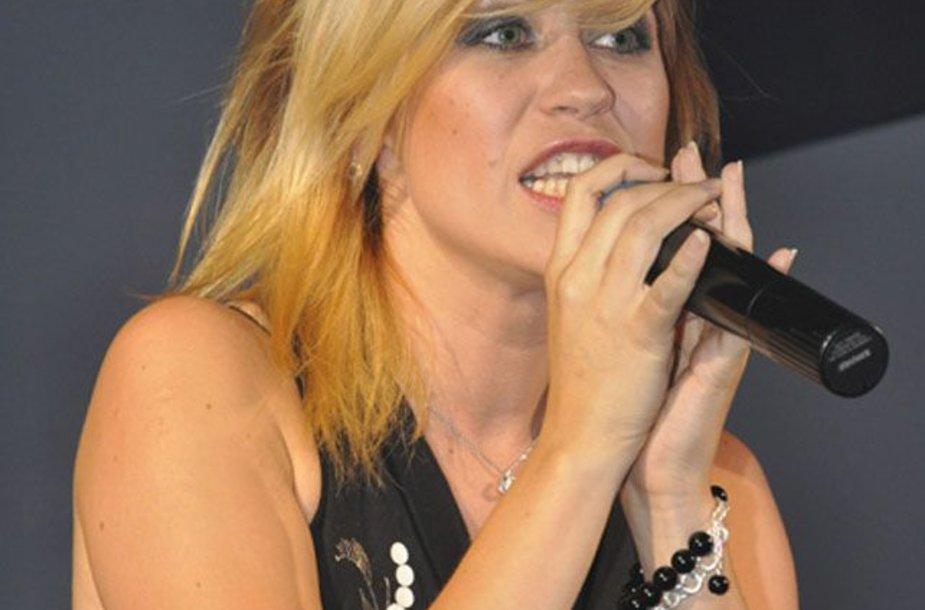 Foto naujienai: Naujoje dainoje moteriškas Evos monologas