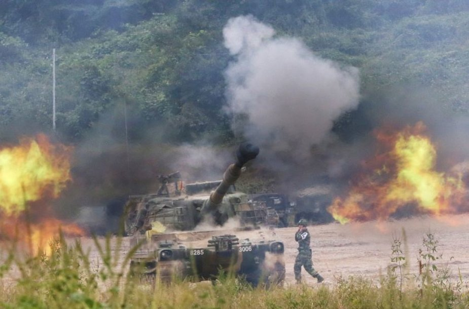 Pietu Korėja paskelbė padidinusi pavojų dėl kaimynės, Šiaurės Korėjos.