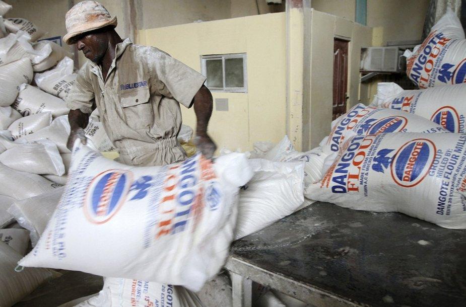 Turtingiausio Afrikoje verslininko, Aliko Dangotes bendrovė prekiauja cementu, miltais, cukrumi.