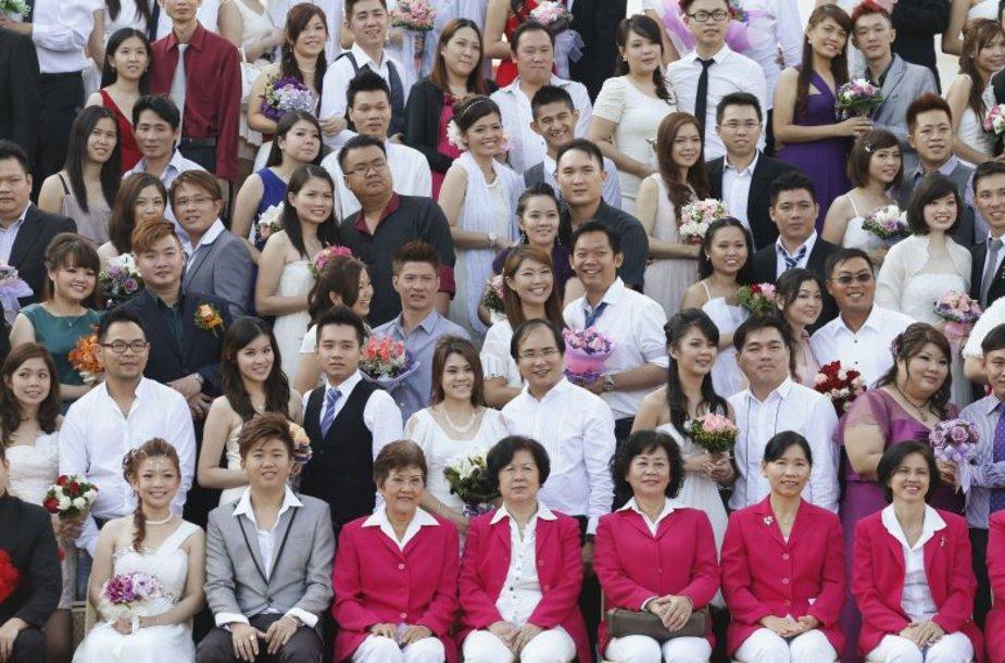 Malaizijoje trečiadienį, 2012 gruodžio 12-ąją, susituokė apie 200 porų.