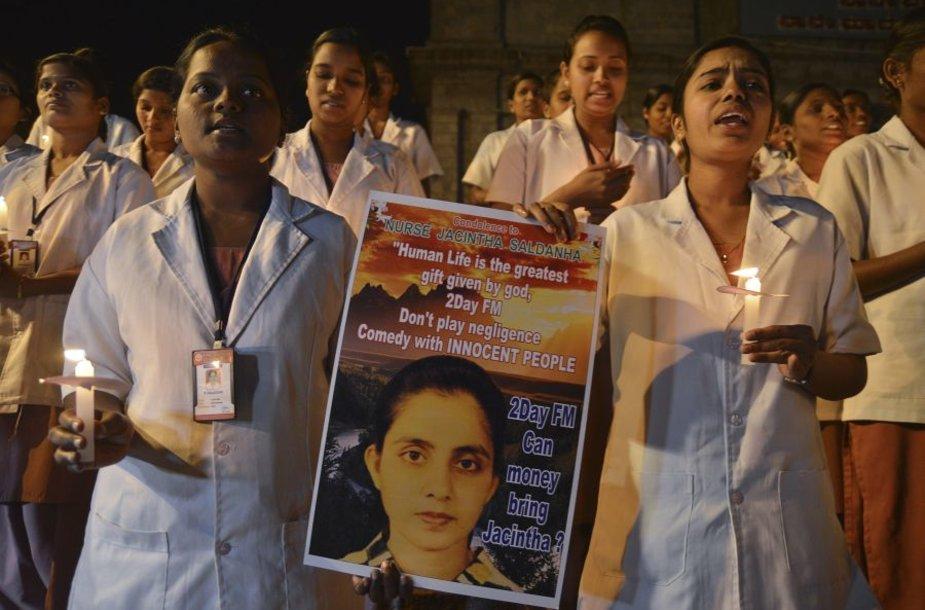 Indijoje slaugos studentės gedi Londone nusižudžiusios Jacinthos Saldanhos.