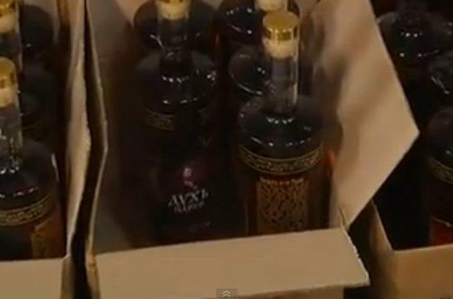 Ypatingos degtinės butelis kainuoja per 200 dolerių.