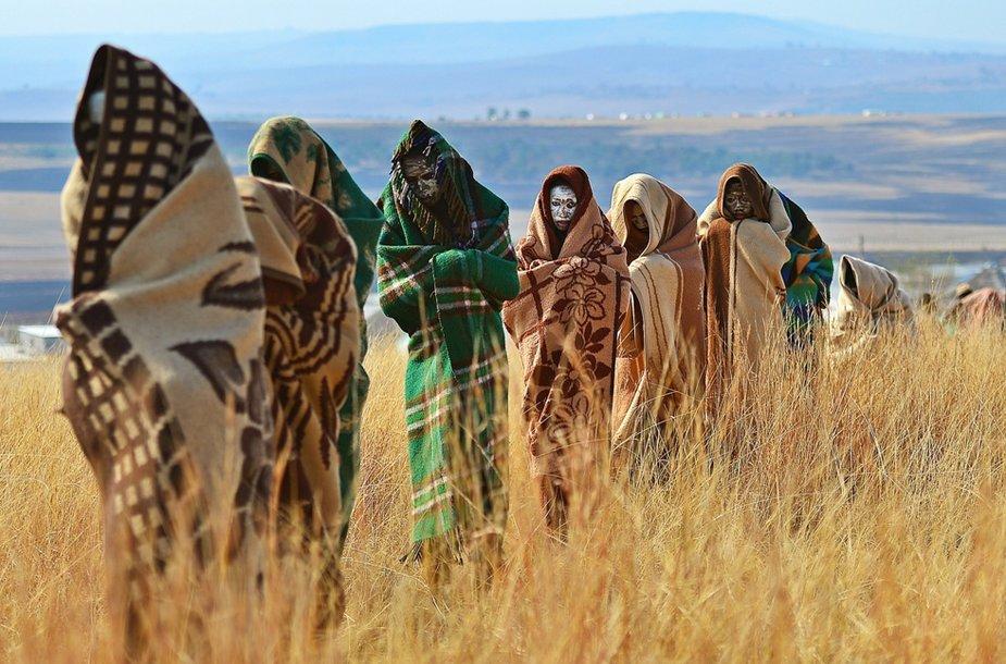 Tradicinė apipjaustymo ceremonija Pietų Afrikoje baigėsi jaunuolių mirtimis.