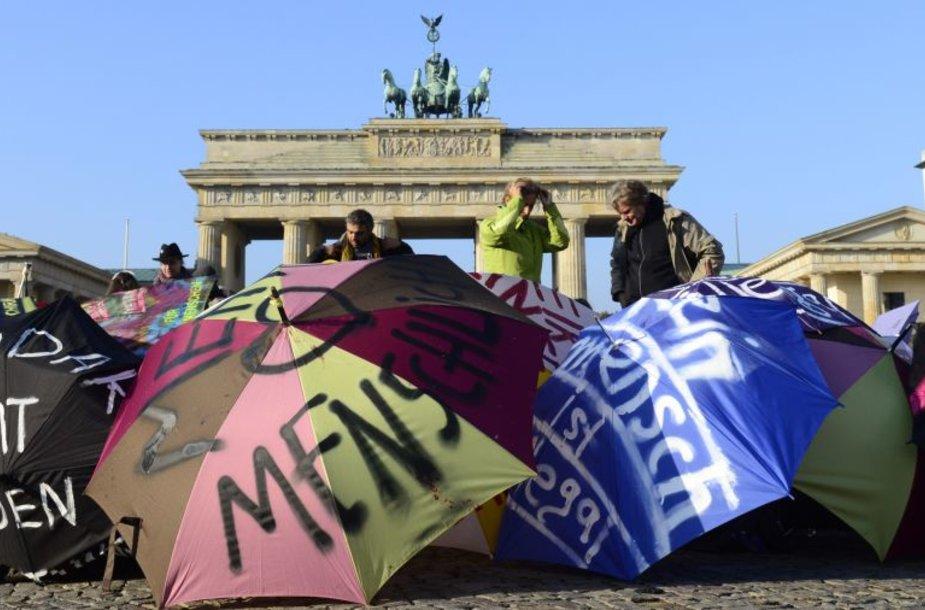 Vokietijoje jau ne kartą vyko protestai, reikalaujantys geresnių teisių pabėgėliams.