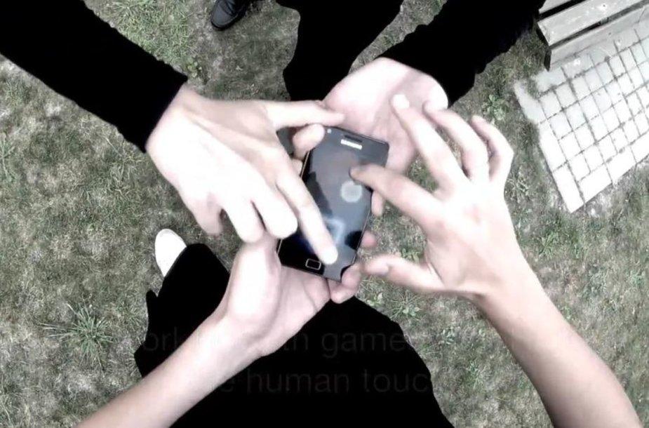 """Mobiliosios aplikacijos """"Touchies"""" tikslas – skatinti žmones žaidžiant liesti vienas kitą."""