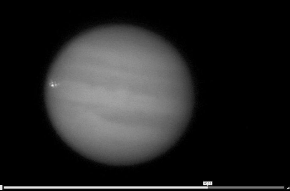 Į Jupiterį bloškėsi didžiulis asteroidas.