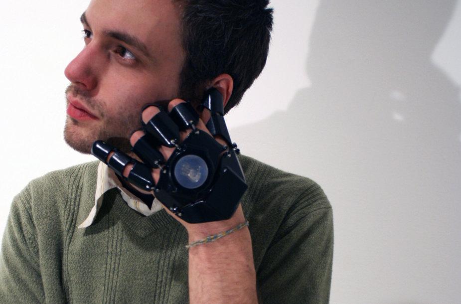 """Telefonas-pirštinė """"Glove One""""."""