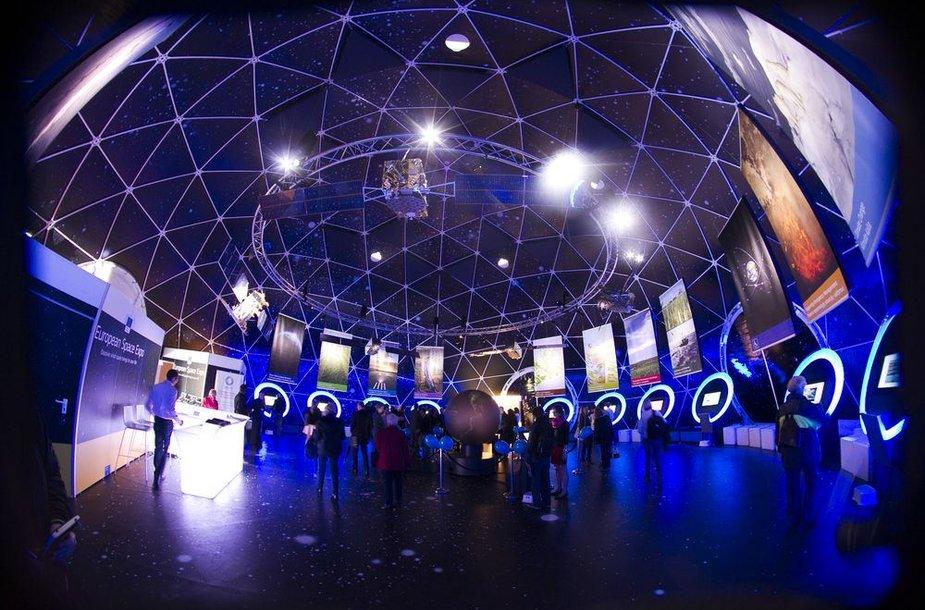 """Parodos """"European Space Expo"""" lankytojai kviečiami susipažinti su kosmoso technologijomis ir jų nauda"""