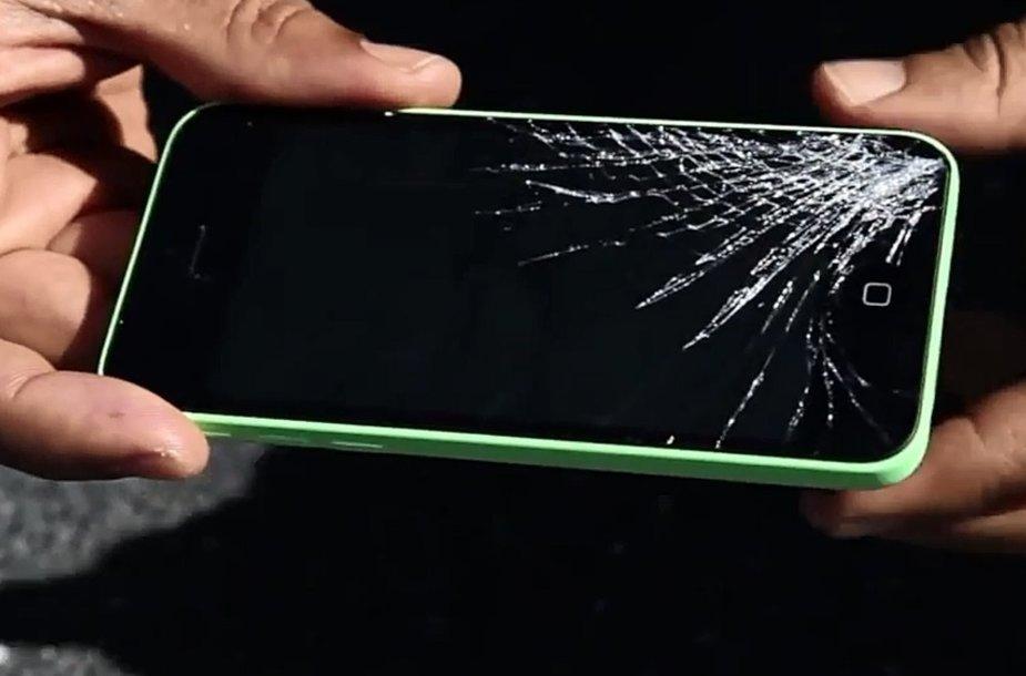 """""""iPhone 5C"""" po kritimo ant betono iš 1,5 metro aukščio"""