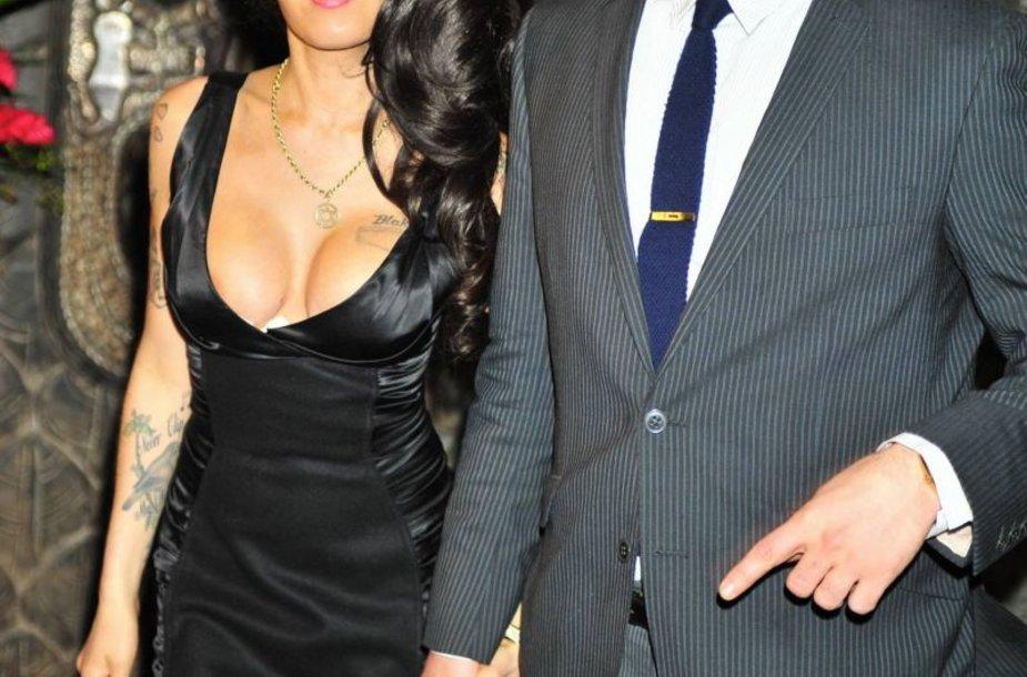 Amy Winehouse ir Regas Travissas