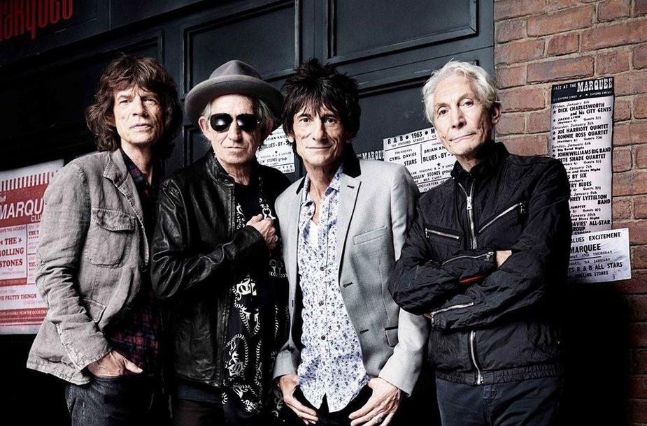 """""""The Rolling Stones"""" (iš kairės): Mickas Jaggeris, Keithas Richardsas, Ronnie Woodas ir Charlie Wattsas pozuoja 50-ojo jubiliejaus proga"""